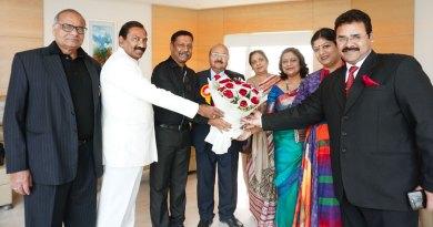 RC Bangalore Orchards President D Ravishankar being greeted by S C Agarwal, PDGs Rakesh Singhal, Lalit Mohan Gupta, Shikha Singhal, Vandana Gupta, Bharti and RC Moradabad Central President Anujj Agarwal.