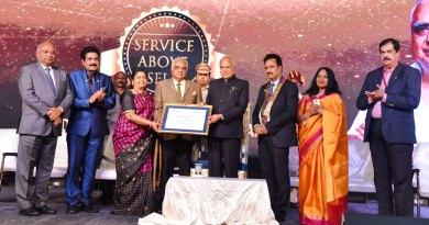 Tamil Nadu Governor Banwarilal Purohit felicitates PDG Sv Rm Ramanathan and Nallammai in the presence of (from L) RID C Basker, RIPR John Daniel, DG Babu Peram, Anita and Conference Advisor M Chakravarthy.