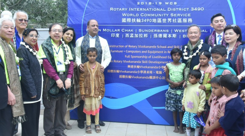 From R: DG Mukul Sinha, Corinna Huang, RID 3490 DG Chih Ming Tsai, PRIP Gary Huang, PRID Shekhar Mehta and Rashi with foriegn delegates and local children in the village Bamon Mollar Chak near Kolkata.