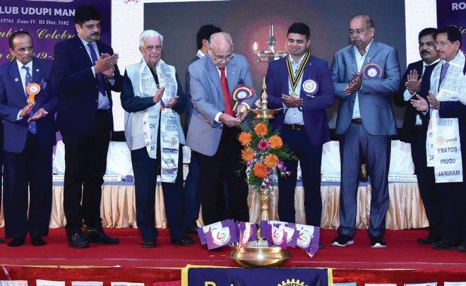 PRIP Kalyan Banerjee inaugurating the Diamond Jubilee celebrations in the presence of IPDG Abhinandan Shetty, Event Chairman PDG H Shantaram, IPP Amit Aravind and DGE B Rajarama Bhat.