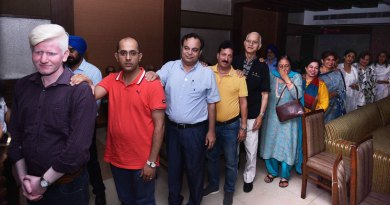 DG Jitendra Dhingra (fourth from L) with the other participants of the Dinner in the Dark event.