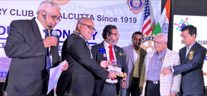 Rtn Saumen Ray and RC Calcutta President Purnendhu Roy Choudhury honouring a club sponsored by RC Calcutta.