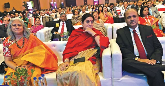 From L: Vidhya Subramanian, Union Minister for Textiles, Women and Child Development Smrithi Irani and RIPN Shekhar Mehta. Also seen: PRID Ashok Mahajan, Nayantara, PRID Y P Das, Manju and Vinita, wife of RIDN A S Venkatesh.
