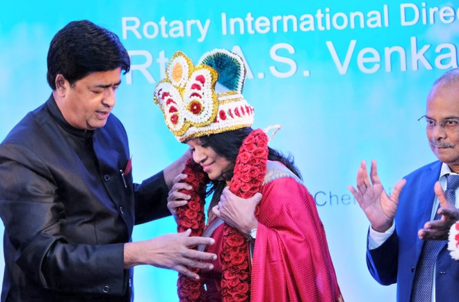 RIDN-Venky-and-Vinita-garlanding--also-dg-spouse-bod