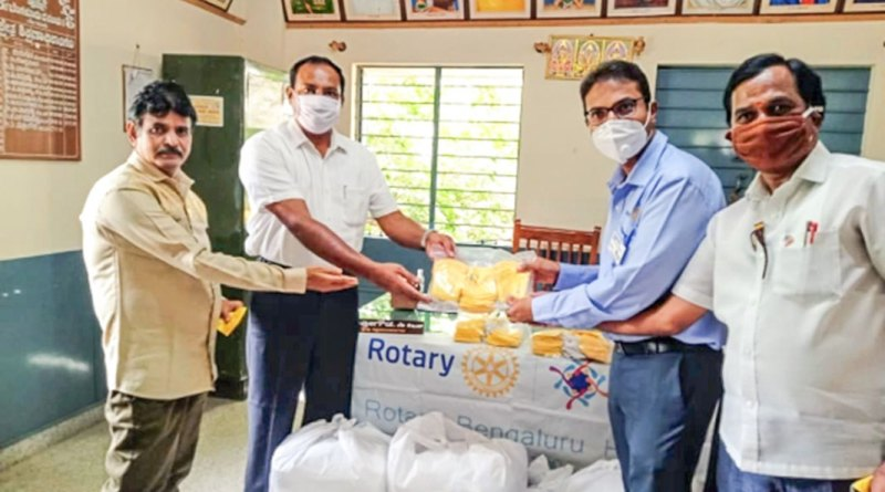 Rotarians handing over face masks to school authorities.