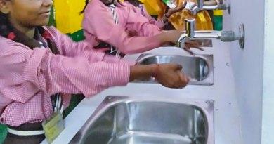 Schoolchildren using the handwash station set up by RC Gorakhpur.