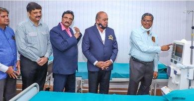 PDG Sadananda Chatra inaugurating a haemodialysis machine at the hospital in the presence of (from L) AG Devdas Shetty, PDG Abhinandan Shetty, RC Kallianpura President Desmond H Vaz and DG Rajarama Bhat.