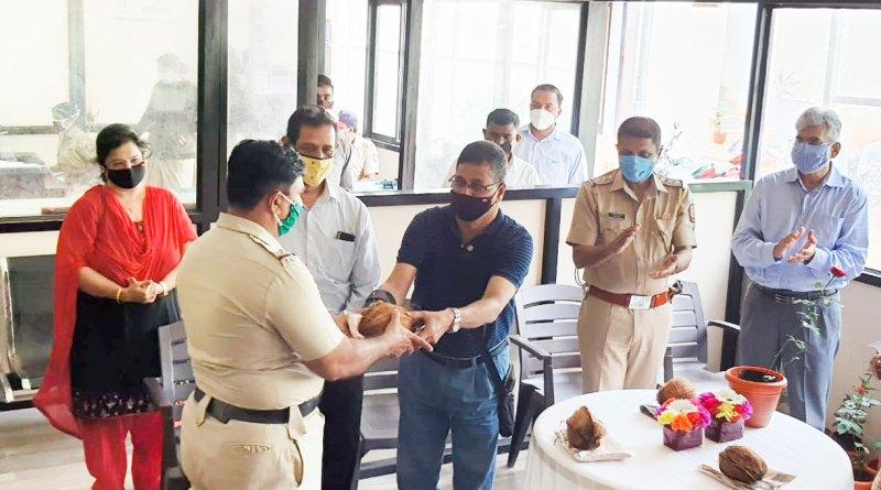 RC Pune Ganeshkind president Rajesh Joshi felicitating a police officer.
