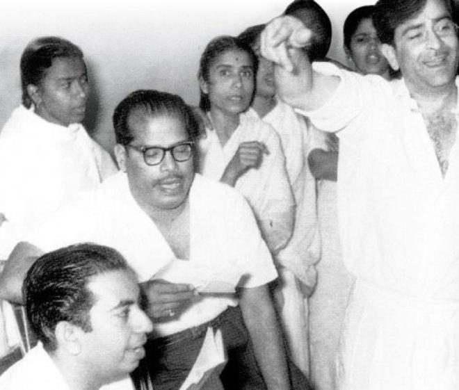 (From L) Mahendra Kapoor, Manna Dey and Raj Kapoor.
