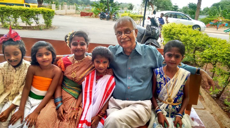 Vijay Padaki, Trustee Emeritus, Bangalore Little Theatre, with child artistes.