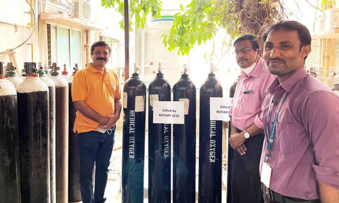 RID 3232 coordinator N S Saravanan (L) hands over oxygen concentrators to Dr Gupta, Director, Voluntary Health Services, Chennai.
