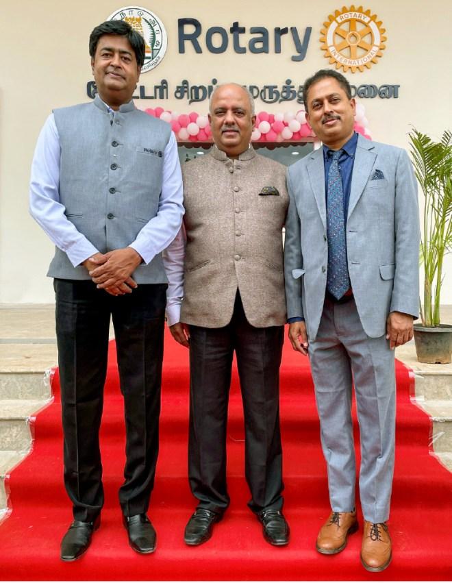 President Mehta with RIDs Venkatesh and Kotbagi at the Erode hospital;