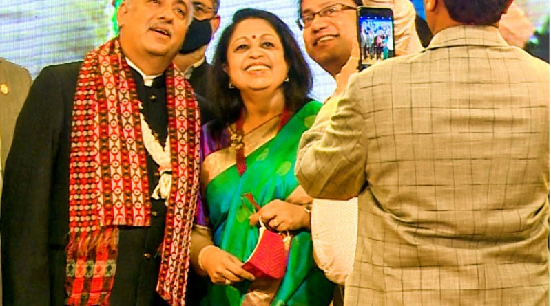 RI President Mehta and Rashi pose for photographs with district leaders.