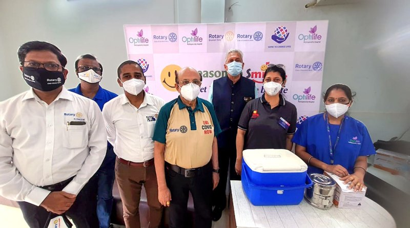 Rotary India Covid Task Force chairman PRID Ashok Mahajan at a Covid vaccination camp at Dombivli (RID 3142) where 250 transgenders were vaccinated. PDG Mohan Chandavarkar (third from R) is also seen.