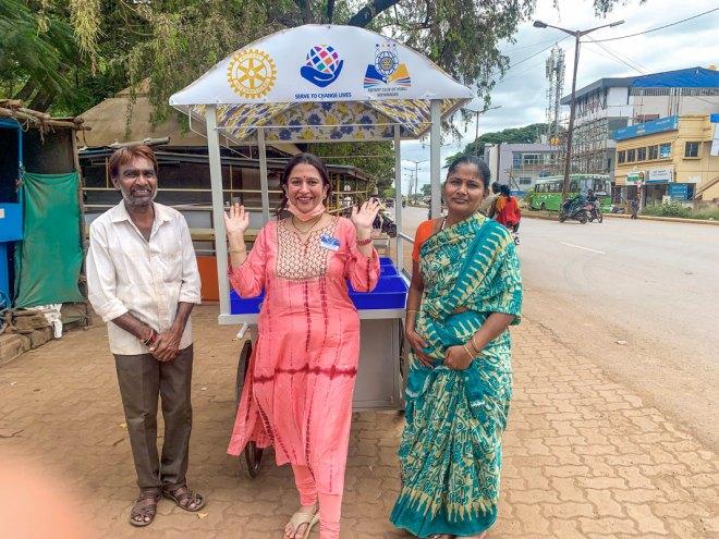 RC Hubli Vidyanagar president Dr Mahima Dand (centre) with a beneficiary couple.