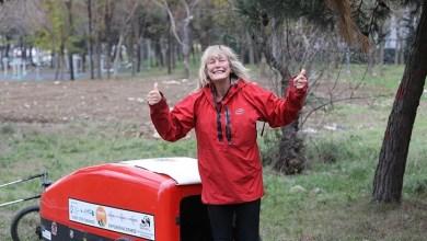İngiltereden Nepale Yürüyen 72 yaşındaki gezgin