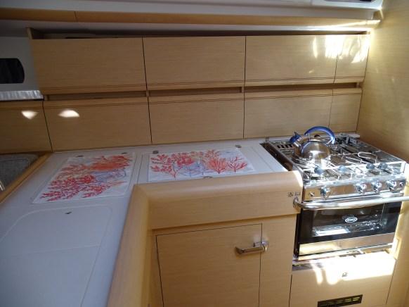 Mutfakta dipfriz ve buzdolabı var.