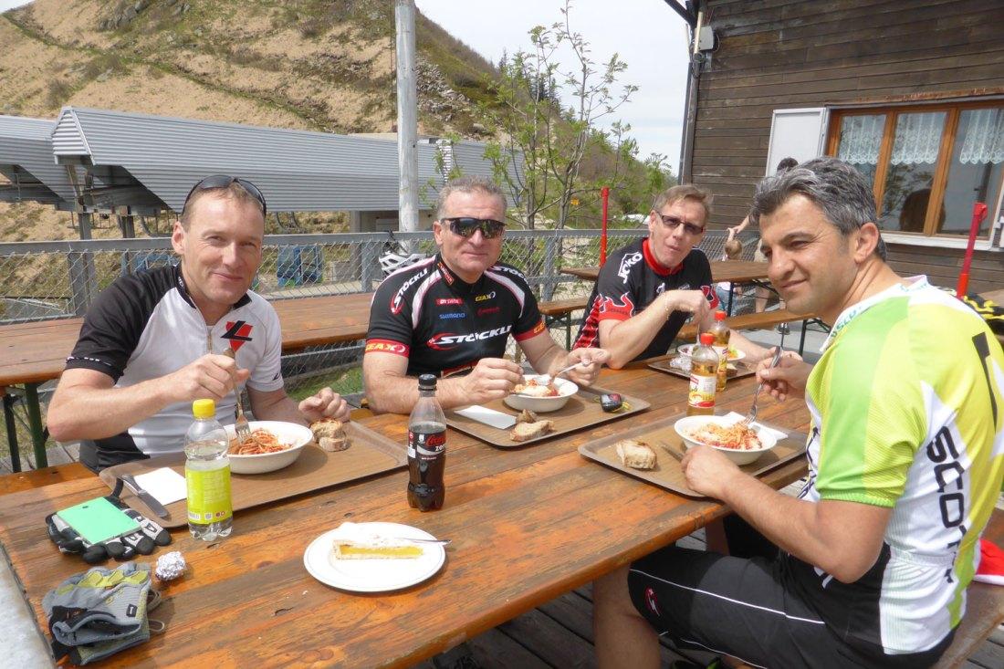 Mittagshalt auf dem Monte Lema