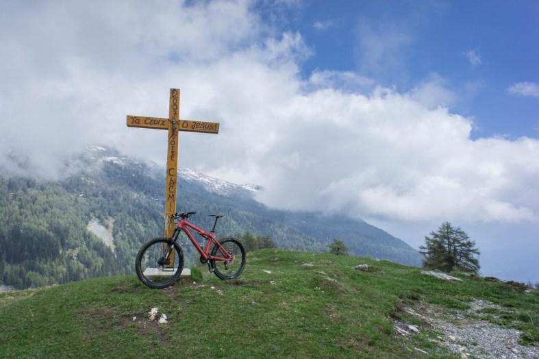 Kreuz kurz vor Tièche