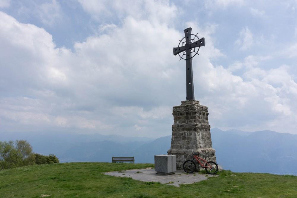 Gipfelkreuz bei der Alpe Cardada