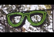 Aquí vemos unas lentes de neón para anunciar una óptica