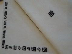 Black Arty Runner détail and Napkin on White Linen