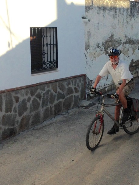 The cyclist on the shopping run