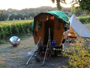 roulotte, four solaire, parabole, tente