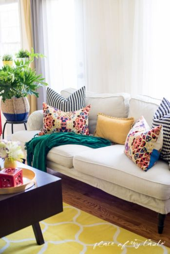 Colorful and spring living room designs (28)