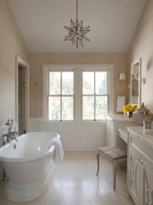 Cozy and relaxing farmhouse bathroom designs (25)