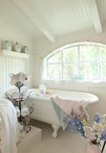 Cozy and relaxing farmhouse bathroom designs (3)