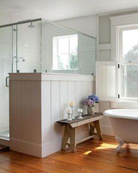 Cozy and relaxing farmhouse bathroom designs (6)