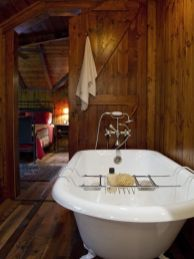 Cozy and relaxing farmhouse bathroom designs (9)