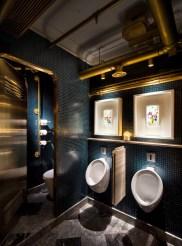 Dark moody bathroom designs that impress (14)