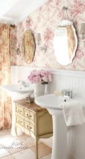 Delicate feminine bathroom design ideas (15)