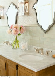 Delicate feminine bathroom design ideas (3)