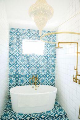 Amazing guest bathroom decorating ideas 38