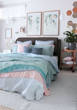 Cute bedroom design ideas with pink and green walls 27