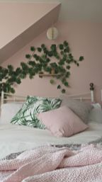 Cute bedroom design ideas with pink and green walls 29
