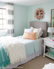 Cute bedroom design ideas with pink and green walls 76