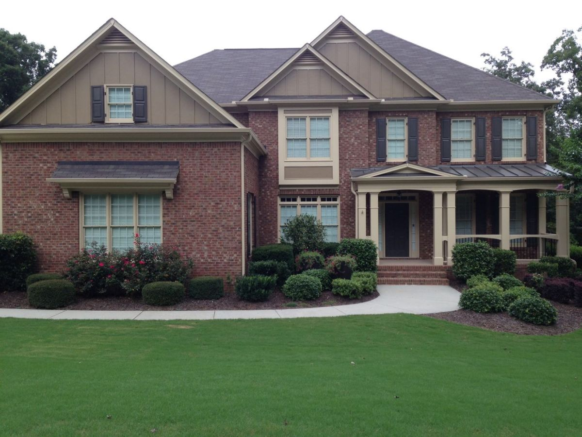 Exterior paint color ideas with red brick 15