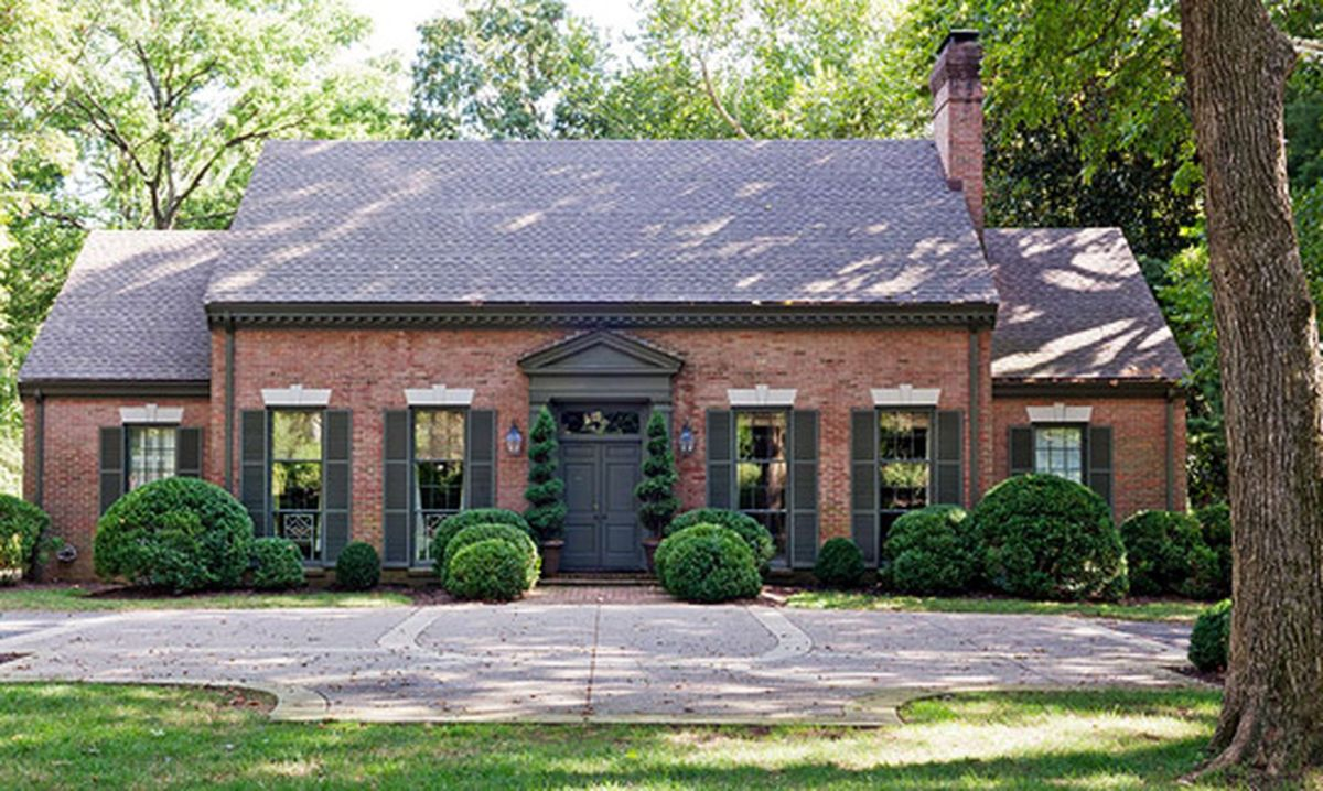 Exterior paint color ideas with red brick 18