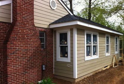 Exterior paint color ideas with red brick 34