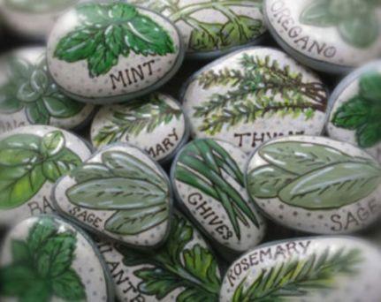 Inspiring painted rocks for garden ideas (18)