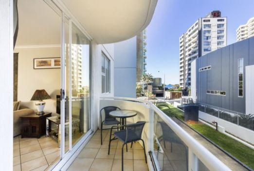Modern apartment balcony decorating ideas 08