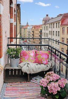 Modern apartment balcony decorating ideas 25