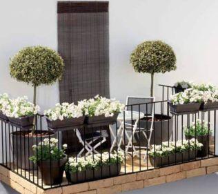 Modern apartment balcony decorating ideas 48