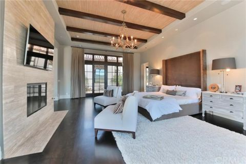 Stunning bedrooms interior design with luxury touch 73