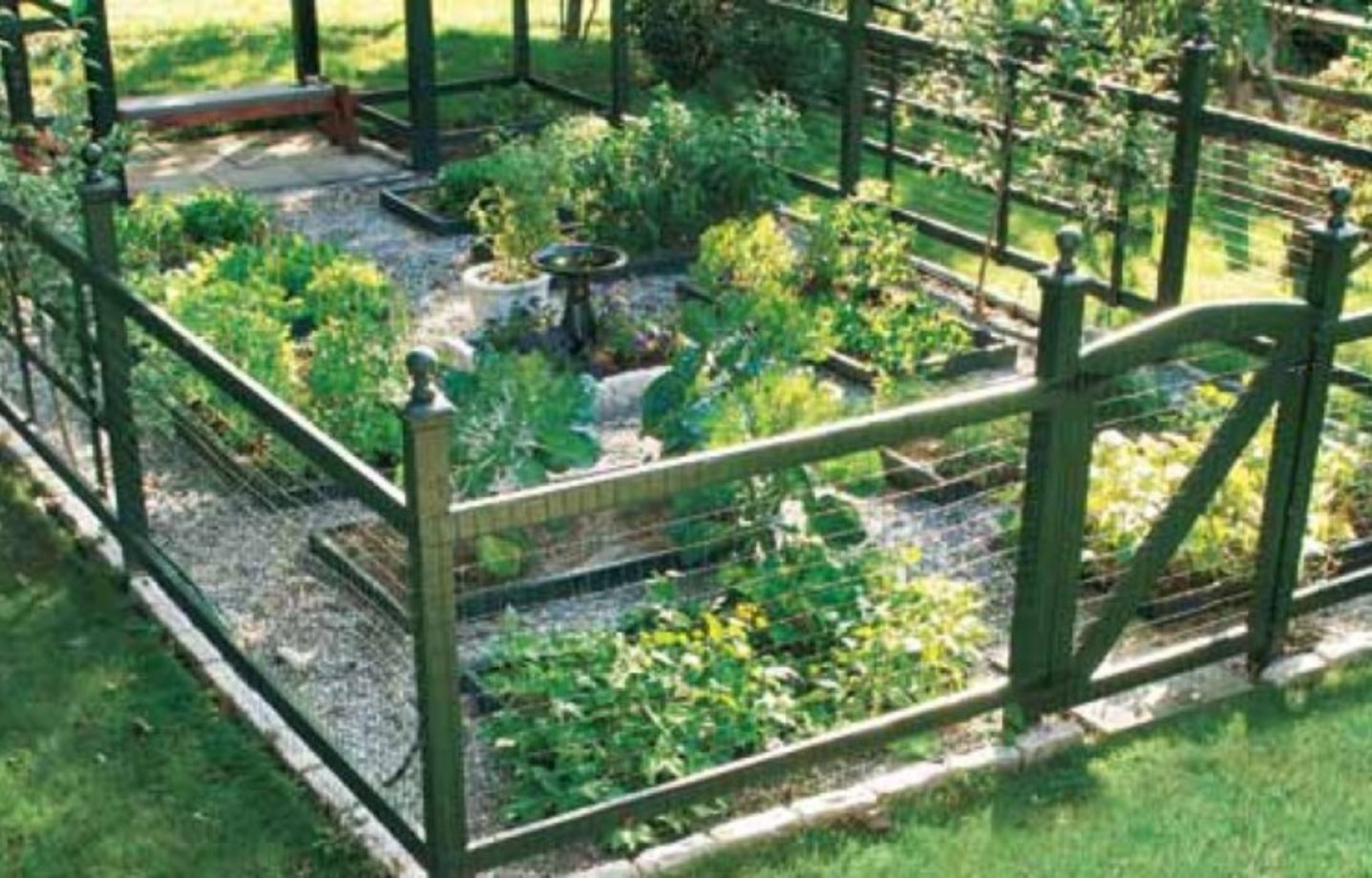 Stunning vegetable garden fence ideas (18)