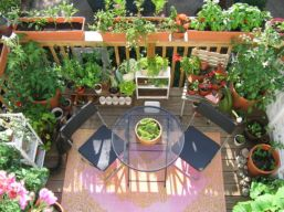 Adorable small patio garden design ideas 38